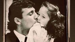 Мика Стоичкова с трогателен кадър от детството с баща си