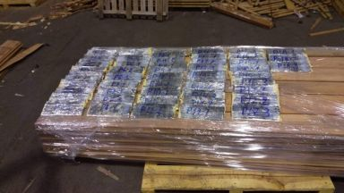 Откриха над 50 кг кокаин в тайници на пристанище Варна (снимки)