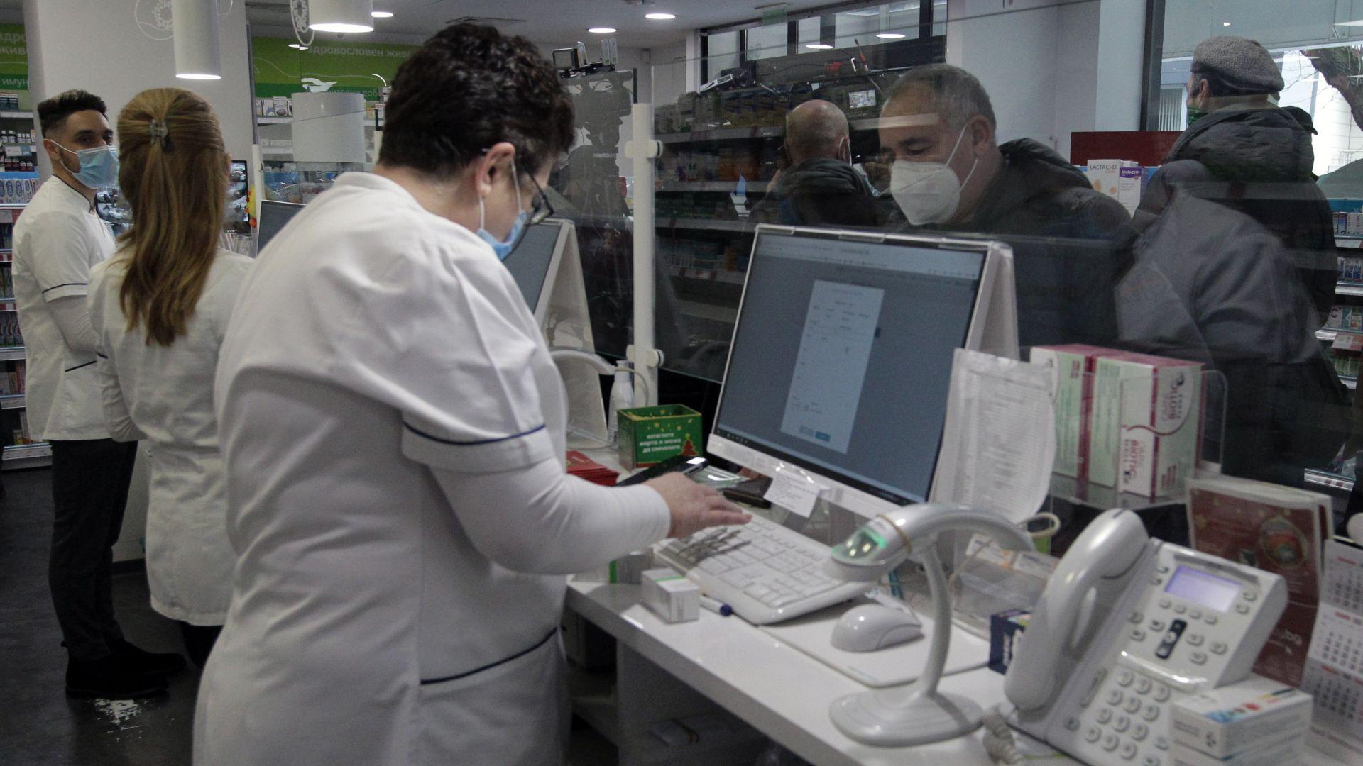 Електронните рецепти вече може да се издават, но хартиеният вариант още не отпада
