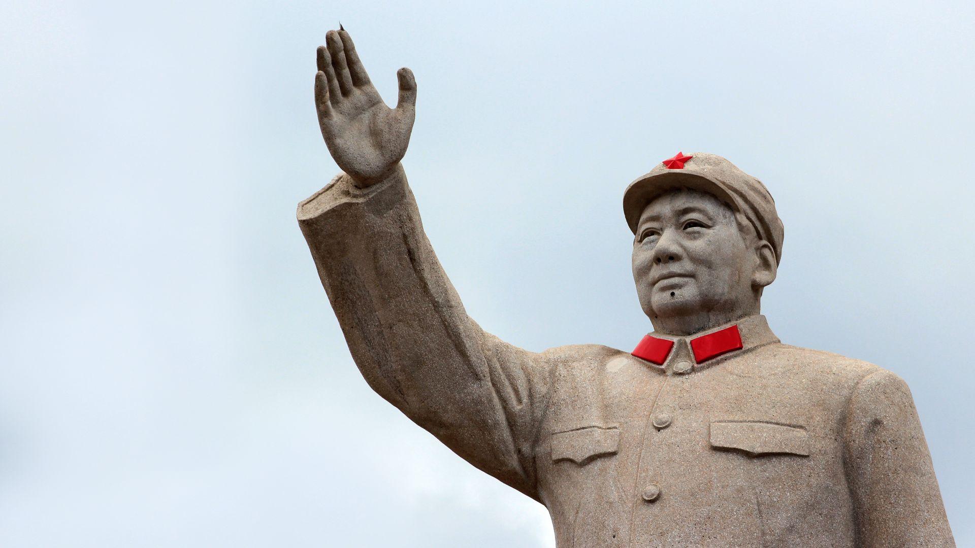 Китай ще закара прах от Луната в родния град на Мао