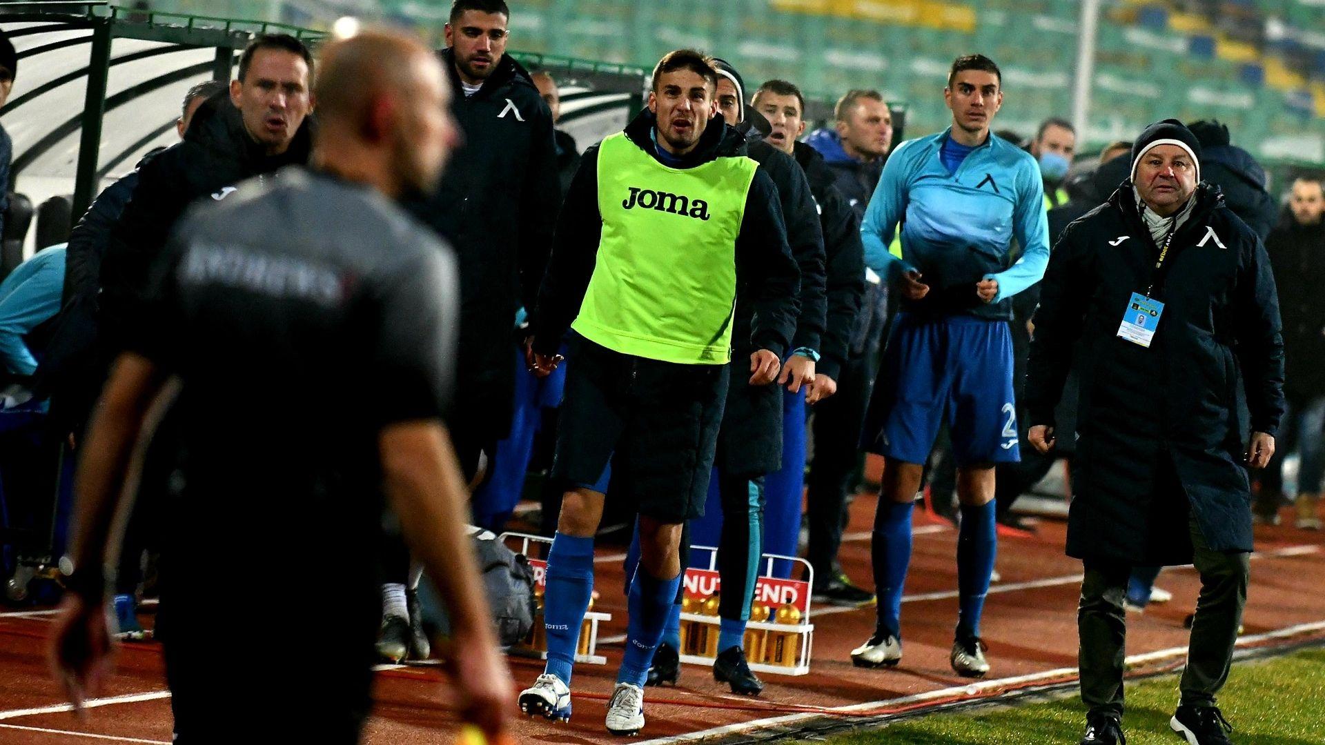 """След срещата на върха в """"Левски"""" - Поне петима си тръгват, търсят се нови защитници"""