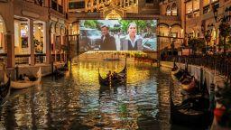 Кино в гондоли в Манила като алтернатива на затворените кина