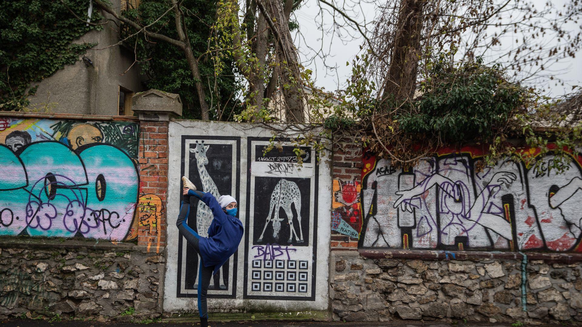 Лола от Париж в нестандартен танц: Свободна съм само на улицата
