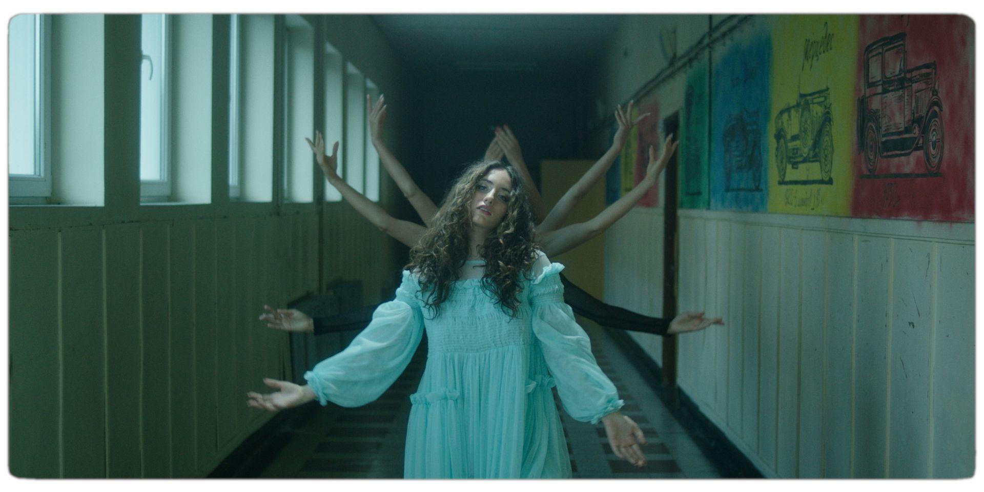 Димитрис Георгиев режисира клиповете на певицата Алма