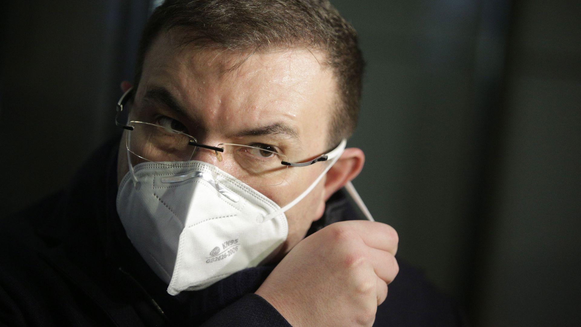 Здравният министър е против ресторантите в хотелите да работят до 00,30 ч. на Нова година