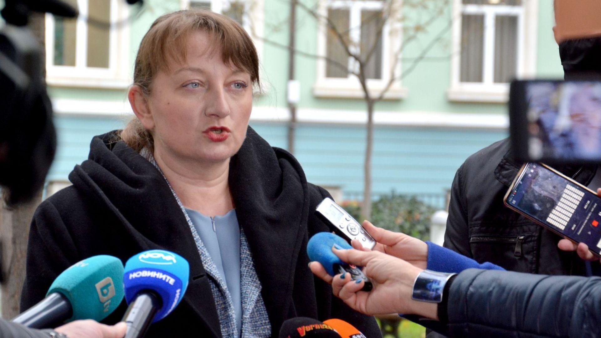 Сачева: Вместо ваучери през април пенсионерите ще получат 120 лв. в брой