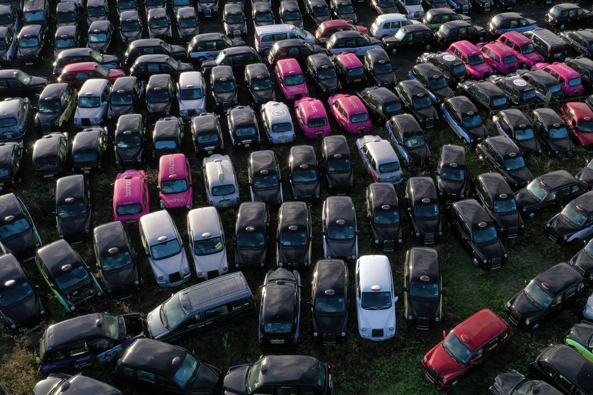 Емблематичните лондонски черни таксита фалират