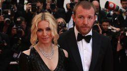 Крайно несъвместими и обречени на раздяла: 20 години от сватбата на Мадона и Гай Ричи