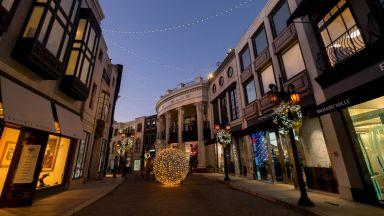 Коледа е с лампички и палми в Калифорния  (СНИМКИ)