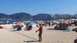 Рио де Жанейро посреща лятото с пълни плажове (видео)