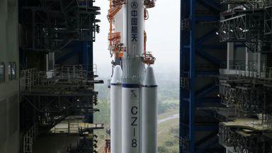 """Втората степен на ракетата-носител """"Чанчжън 5В"""" приближава неконтролирано Земята"""