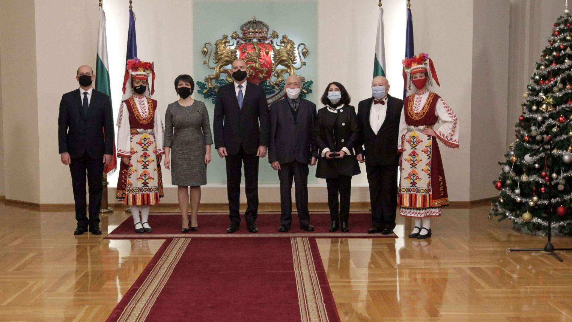 Президентът награди дейци на науката, изкуството и културата (снимки)