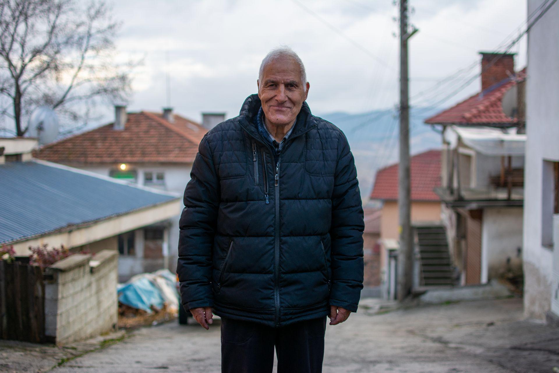 """Юсеин Спахиев - един от първите футболисти на """"Стрела"""" (Вълкосел) - той е футболната енцикопедия на селото"""