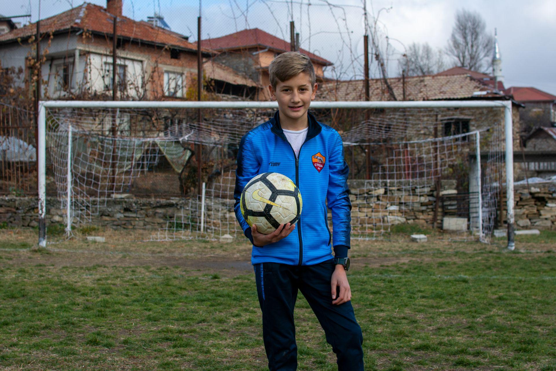 Румен Синанов - големият талант на Вълкосел. Изпъква независимо че играе с момчета, които са с три години по-големи от него