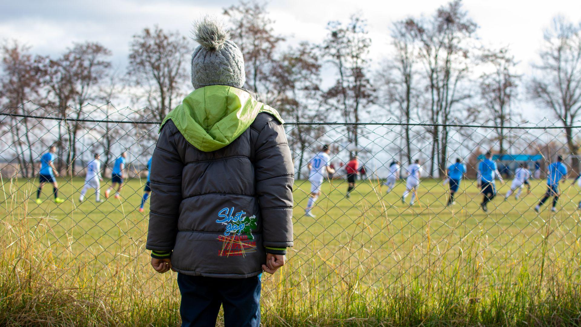 """Какъвто бащата - такъв и синът! Чудната история на """"стрелците"""" от Вълкосел, където футболът е втора религия"""