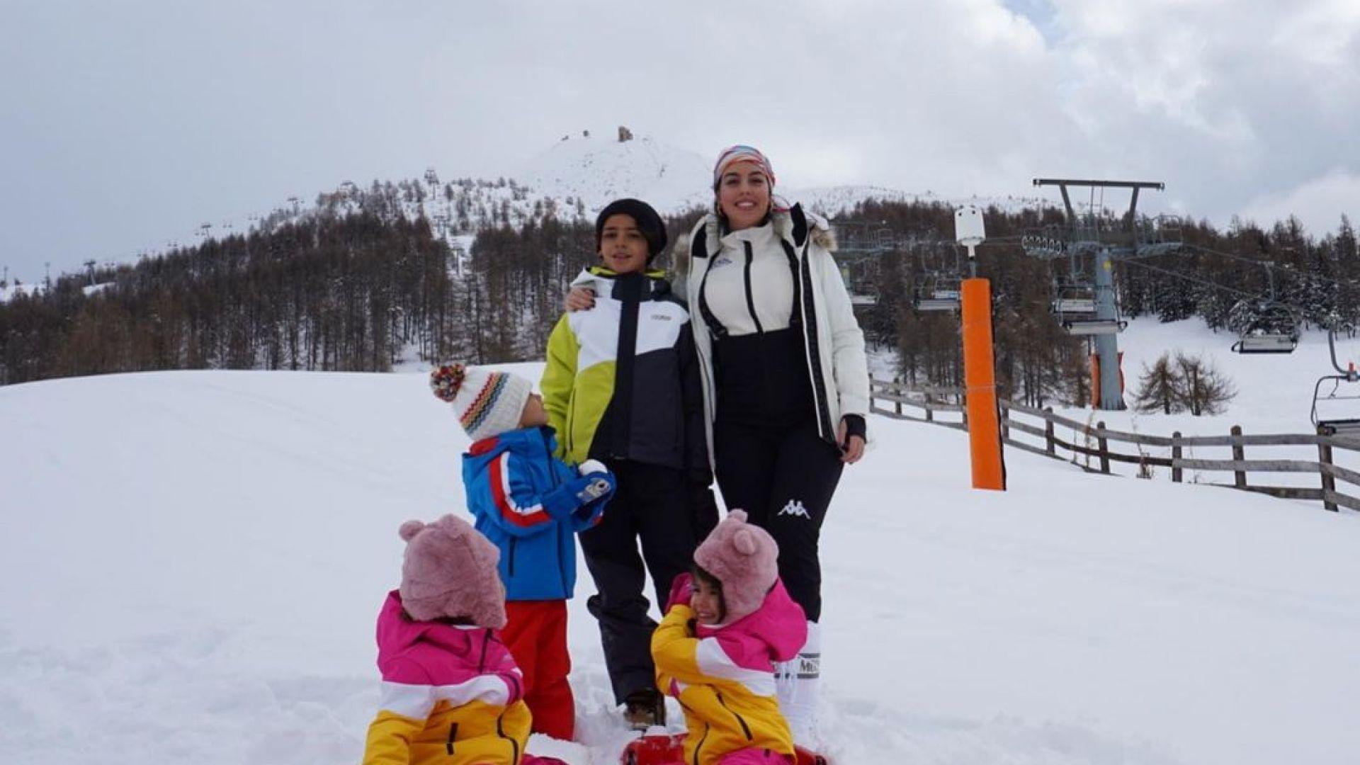 Джорджина и децата на Роналдо в бяла снежна приказка