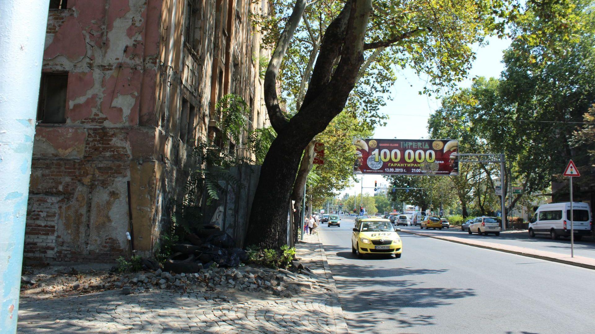 Затварят частично булевард в Пловдив заради опасна сграда от Тютюневия склад