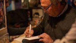 """Добре дошли в """"Гълъбария"""" – новият роман на Стефан Коспартов (откъс)"""