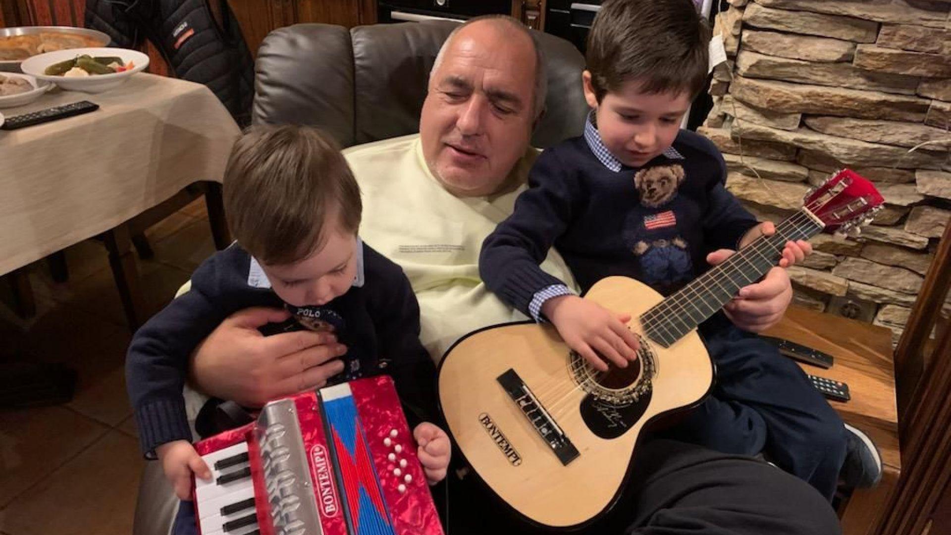 Бойко Борисов: Няма по-хубаво от времето със семейството, спокойни празници на всички!