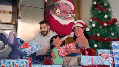 """Мъжът, който празнува Коледа с героите на """"Disney"""""""