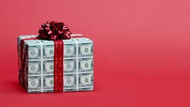 Стотици канадци получиха подарък от анонимен благодетел за Коледа