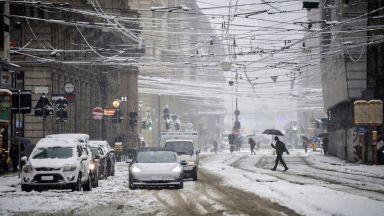 Обилен снеговалеж в Северна Италия, буря премина през Рим