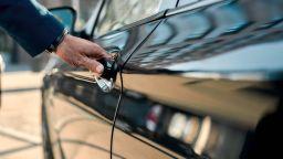 Оставиха в ареста мъж, обвинен в измама при продажба на автомобил