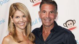 Съпругът на Лори Логлин и дизайнер, Мосимо Джанули, поиска да доизлежи присъдата си у дома