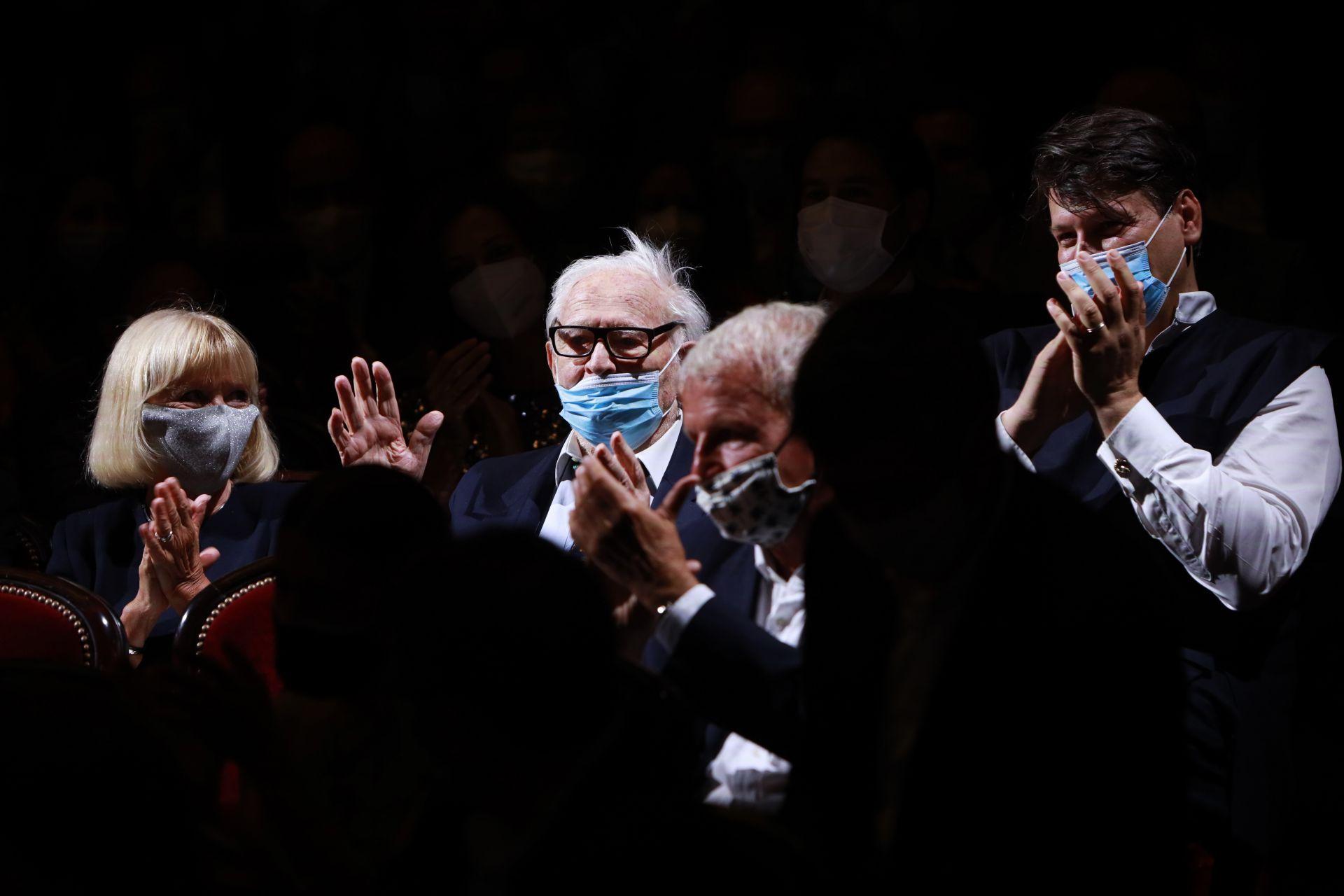 21 септември 2020 г. - Една от последните му снимки - Пиер Карден е аплодиран по време на специална прожекция на посветен за него филм