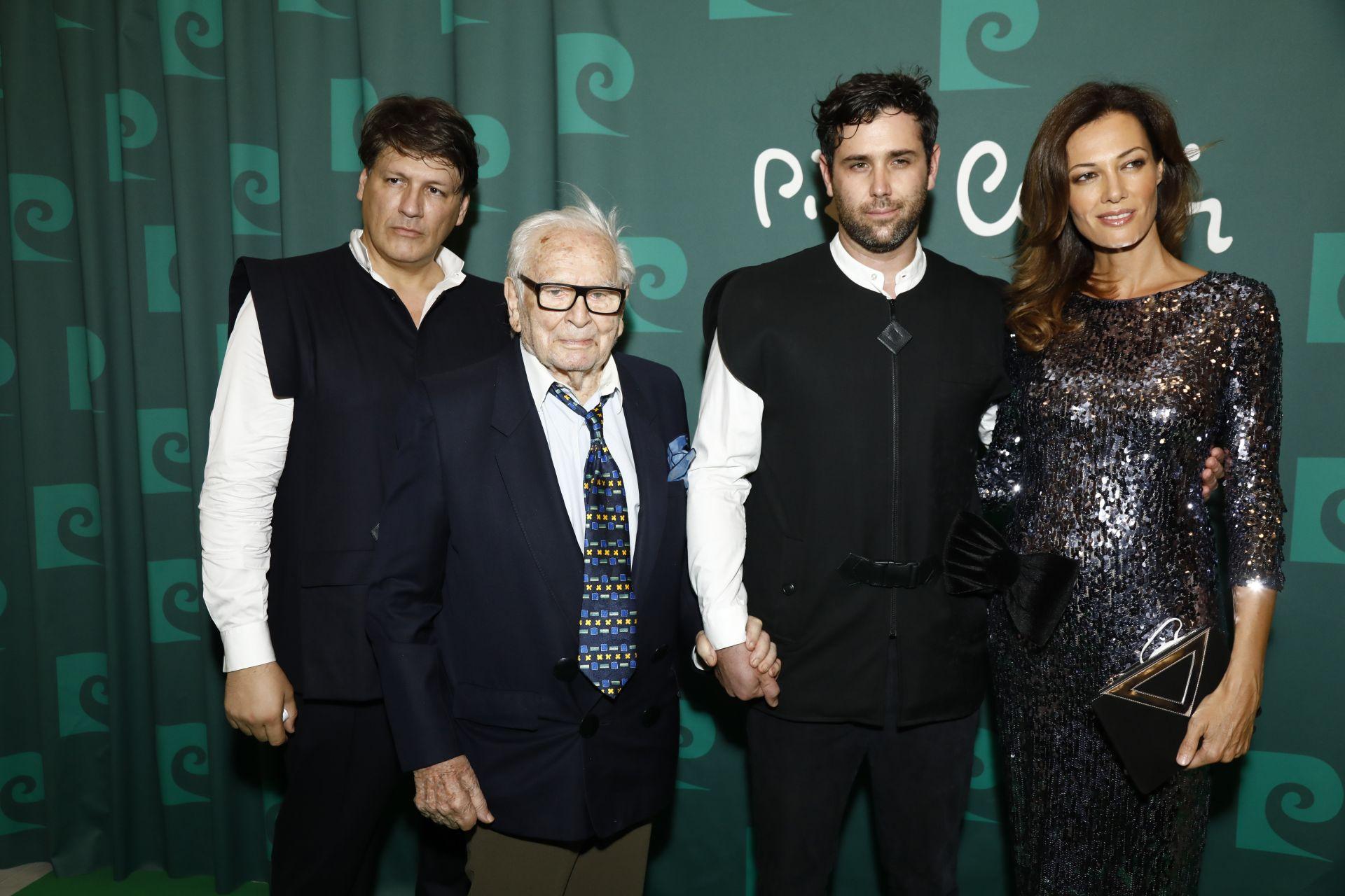 """Племенникът на Пиер Карден - Родриго Базиликати- Карден придружава чичо си на премиерата на филма """"Къщата на Карден"""" на 21 септември 2020"""