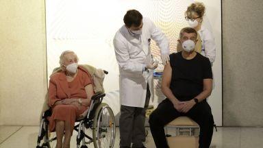 Чехия ще тества масово за коронавирус в средните и големи фирми