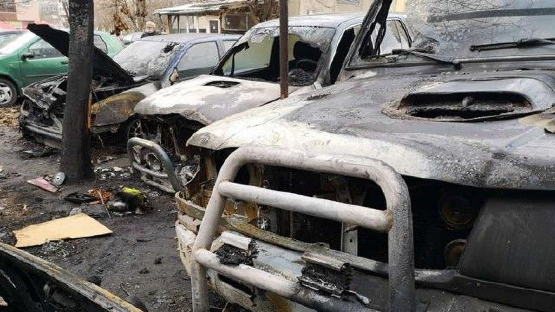 8 автомобила изгоряха за нощ в Благоевград