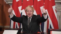 Борис Джонсън подписа търговската Брекзит сделка с ЕС (видео)