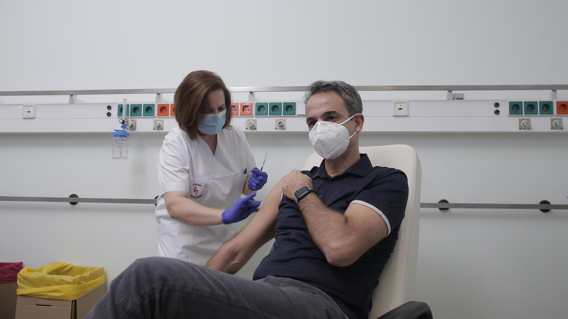 Гърция спира ваксинирането на държавници заради негативни реакции в медиите