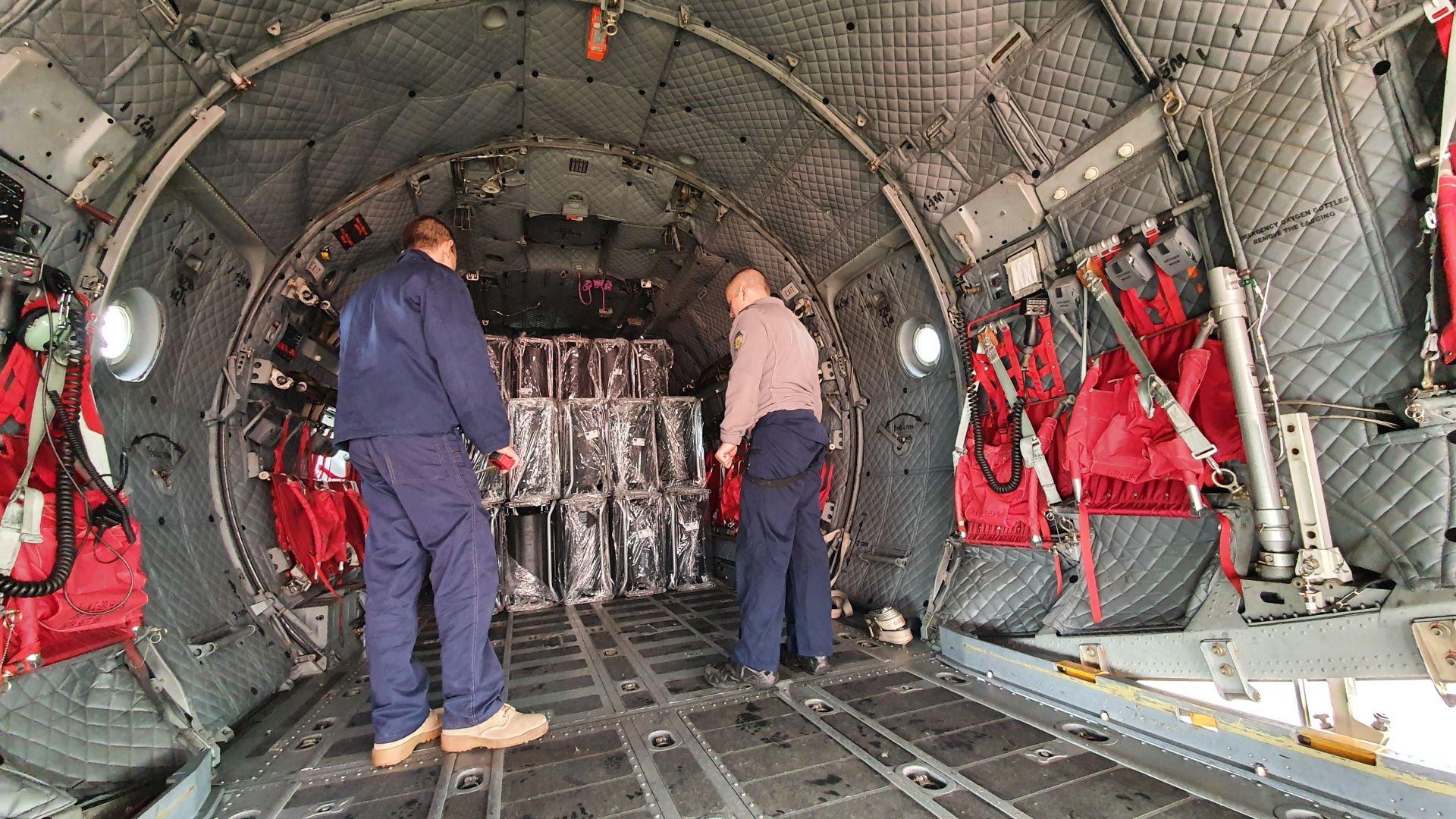 """Натовариха военните """"Спартан""""-и с хуманитарна помощ за Хърватия  (снимки)"""