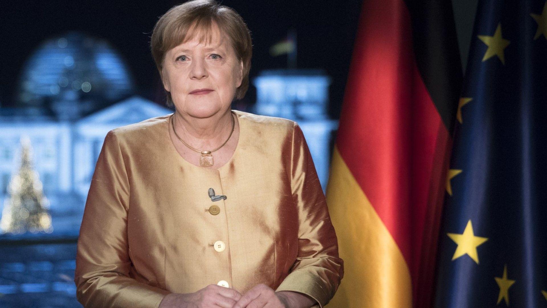 Меркел към германците: Тежки времена за страната ни, но идва година на надеждата