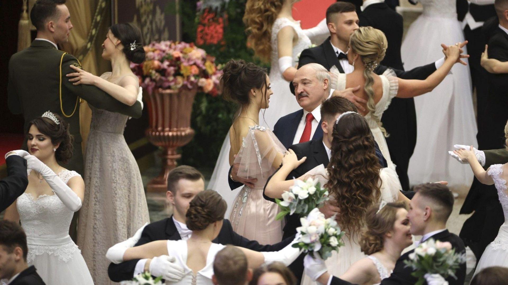 """Лукашенко предупреди демонстрантите да не преминават """"червената линия"""""""