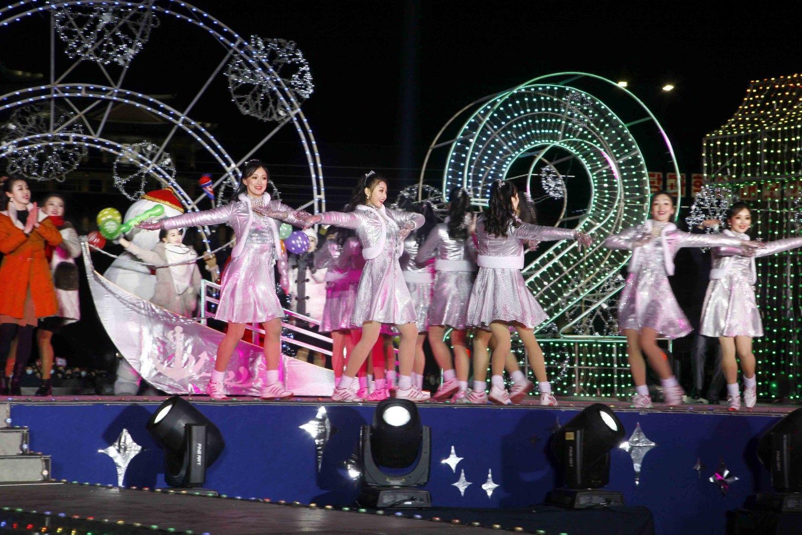 Празнична новогодишна програма на площада в Пхенян