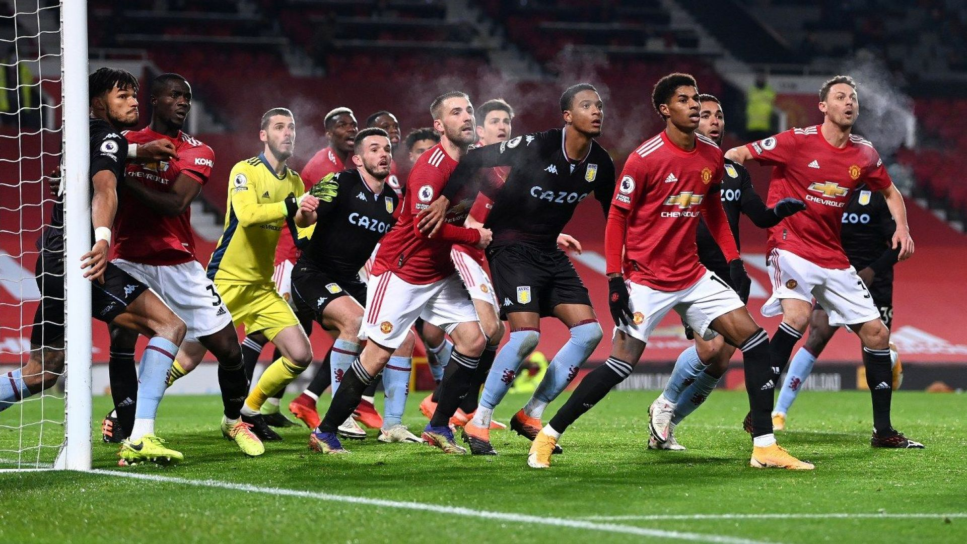 Спорна дузпа в супер мач изравни Манчестър Юнайтед с лидера Ливърпул