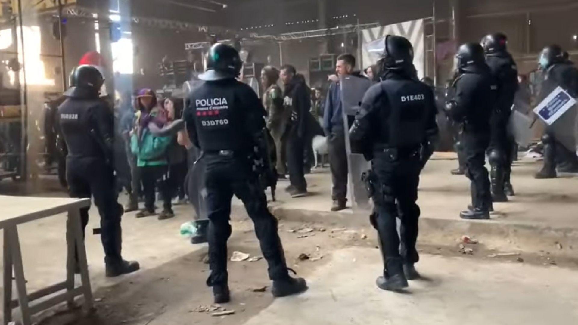 Каталунската полиция сложи край на неразрешено рейв парти близо до Барселона (видео)