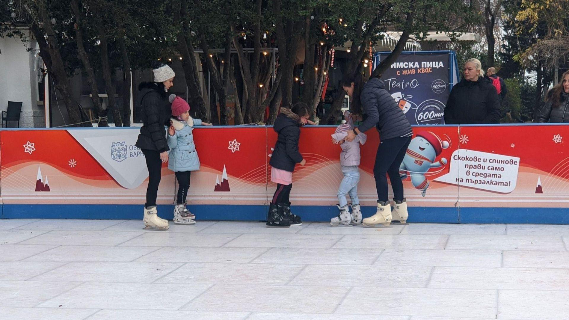 Безплатна пързалка с изкуствен лед зарадва варненци по празниците
