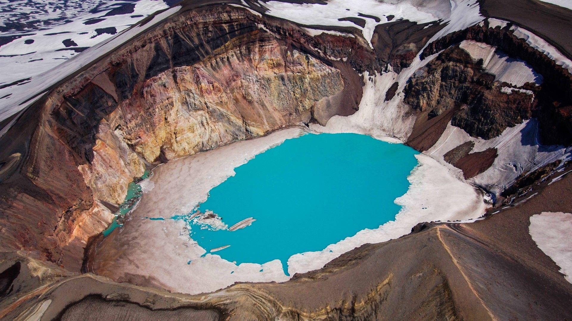 Изумителната Камчатка - от вулкани до кипящи езера (видео)