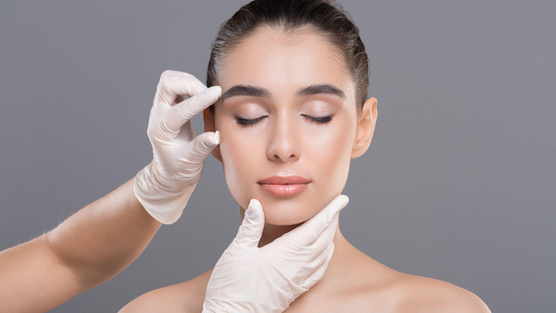 Пандемията и носенето на маски увеличи наплива за пластични операции