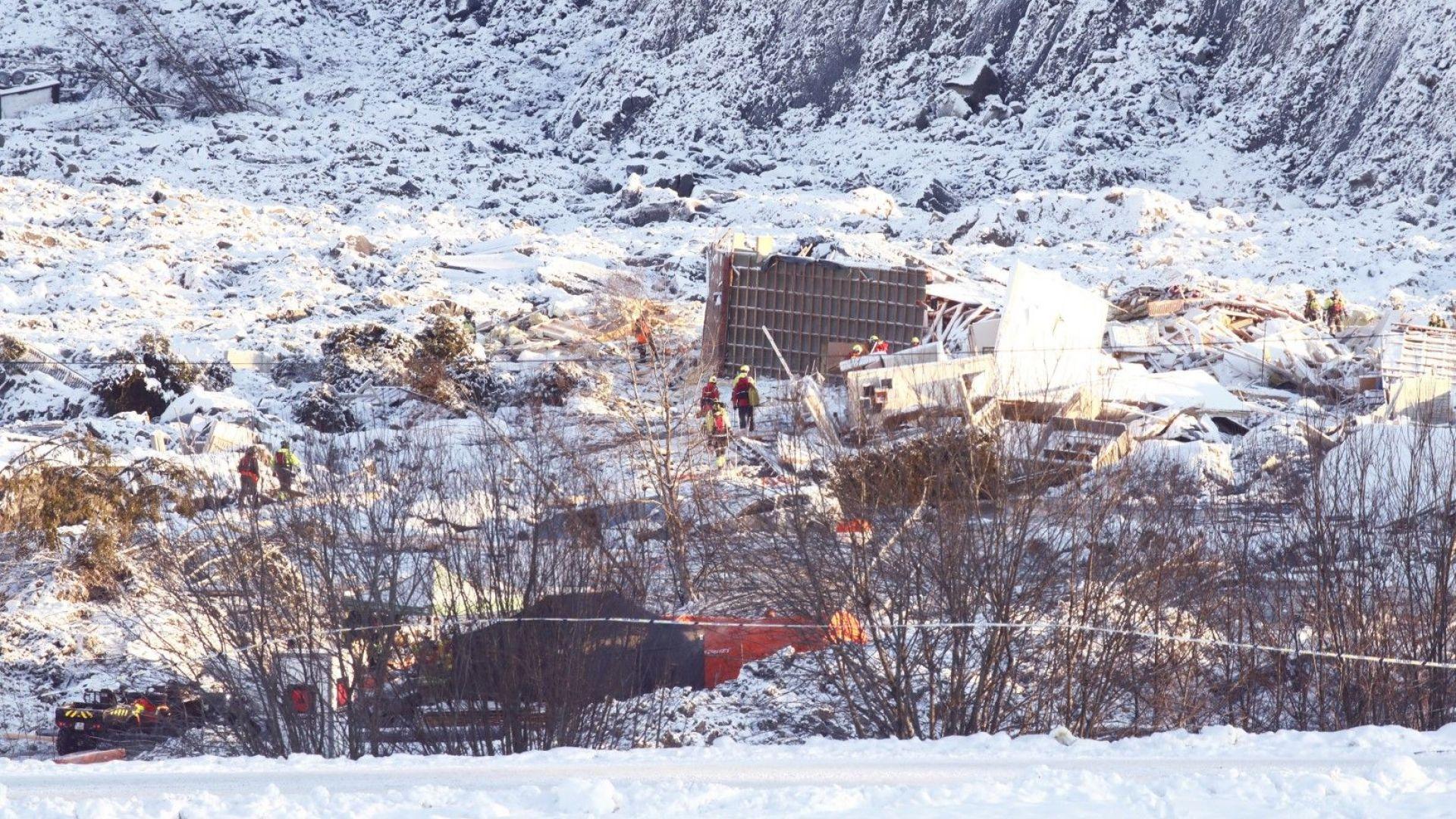 Норвежките спасители още търсят оцелели от свлачището преди пет дни