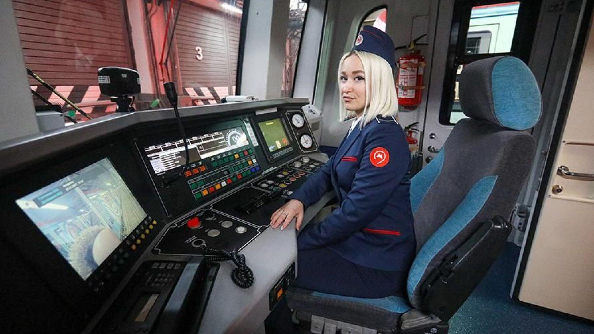 Първите от 40 г. жени машинисти отидоха на работа в московското метро (видео)