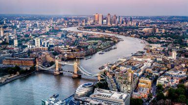 Лондон обмисля задължителна 10-дневна карантина в хотел за пристигащите от чужбина