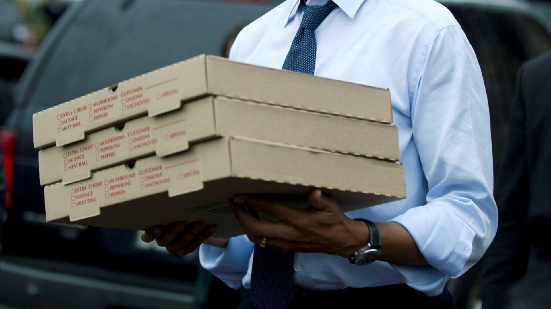 Ваксините срещу COVID-19 в румънски окръг пристигнаха в кутии за пица