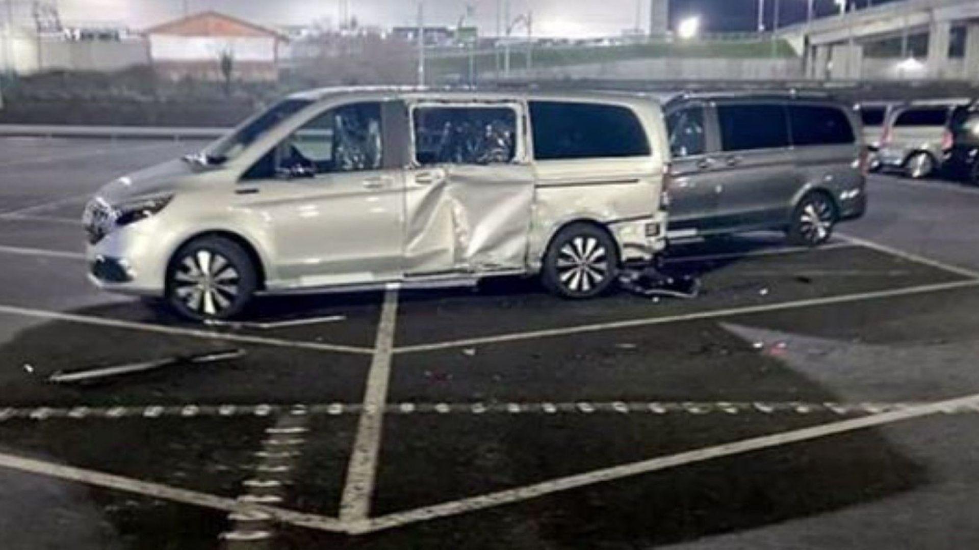 """Бивш гневен служител на """"Мерцедес"""" унищожи 50 чисто нови коли в испански завод"""