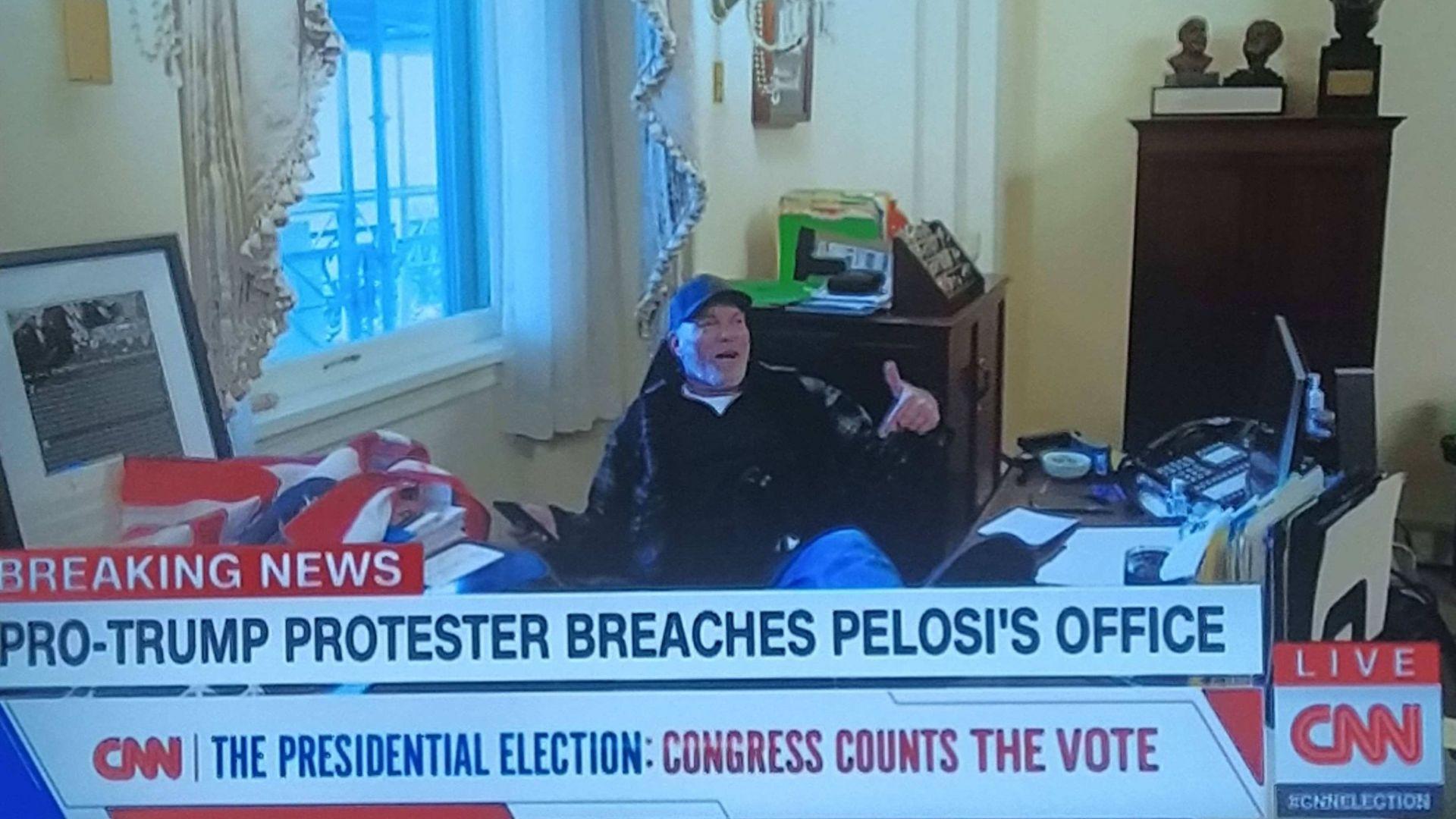 При атаката на Сената е откраднат лаптоп от офиса на Нанси Пелоси