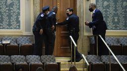 Конгресмен републиканец се опита да внесе пистолет в заседателната зала